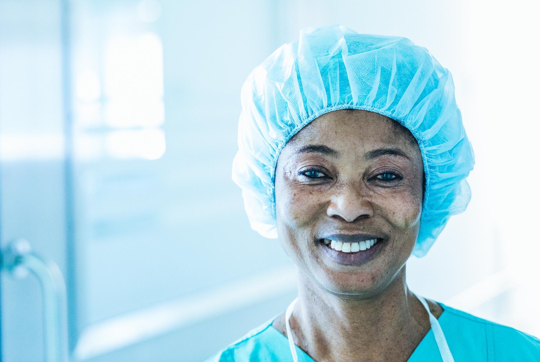 Mitarbeiterin im OP im Evangelischen Krankenhaus Düsseldorf