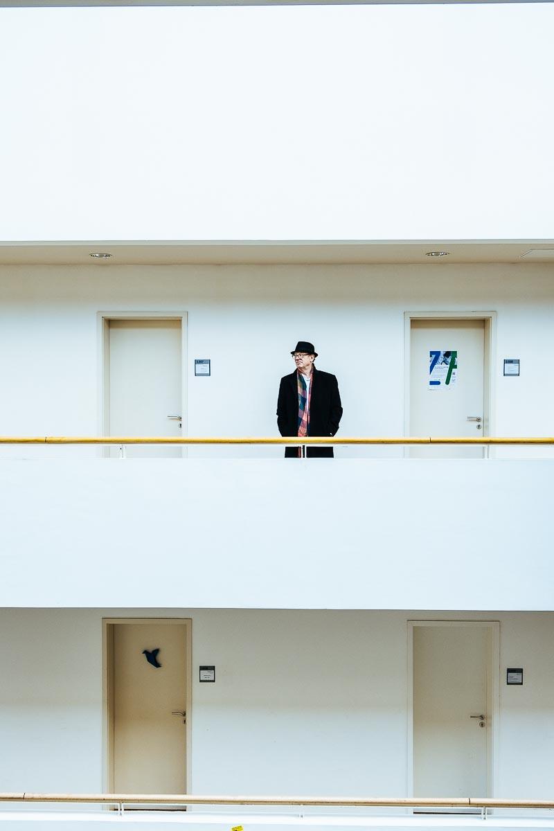 Portrait des Senior Professors für Volkswirtschaft und Philosophie Birger Priddat an der Uni Witten/Herdecke